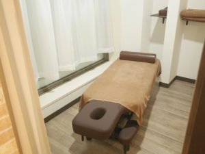 鎌取駅のセレネ整骨院鍼灸院の施術ベッド